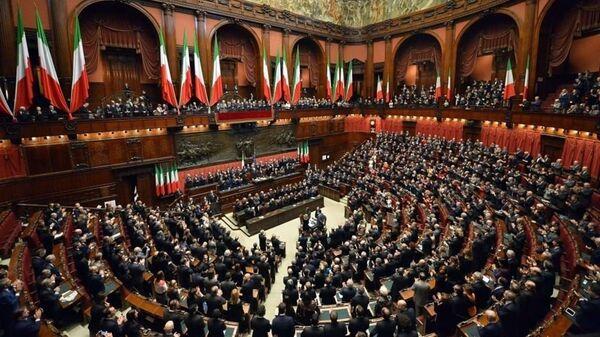 Il Presidente della Repubblica Sergio Mattarella nell'Aula di Montecitorio in occasione della cerimonia di giuramento - Sputnik Italia