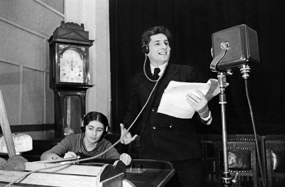 Auguri di buon anno 1939 dalla stazione radio Komintern. Mosca.