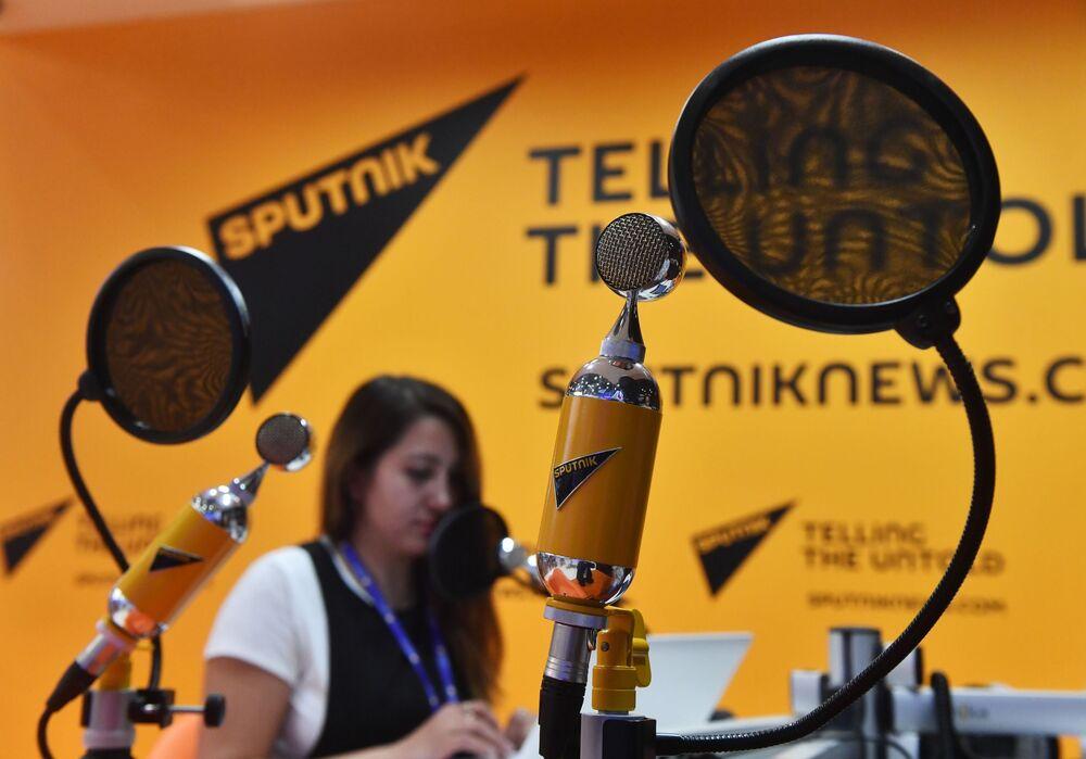 Studio di Radio Sputnik all'Expoforum 2017 (Forum economico internazionale) di San Pietroburgo