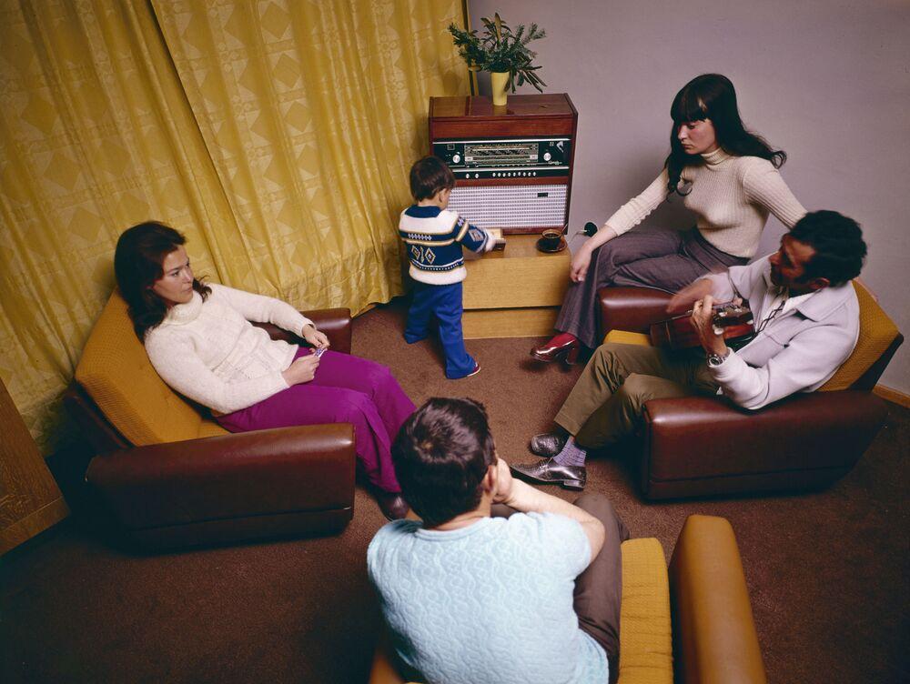 Famiglia in stanza di albergo (vintage)