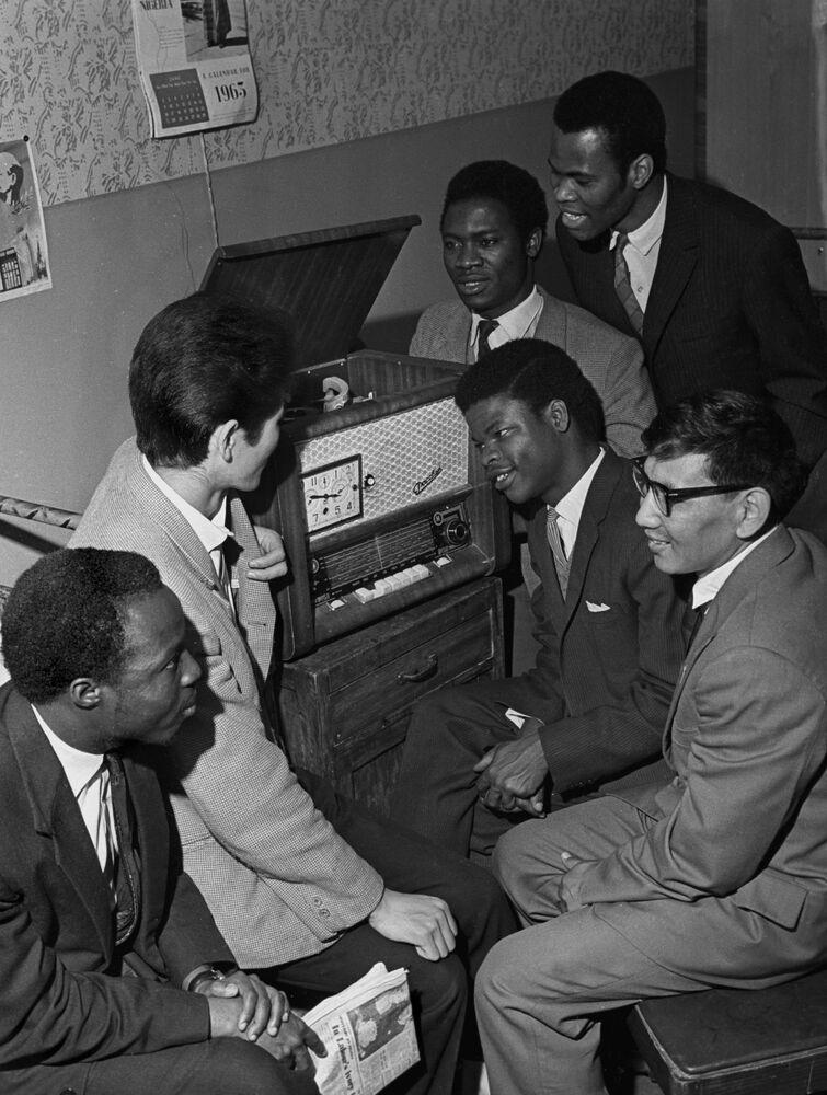 Studenti stranieri dell'Università Patrice Lumumba al collegio dell'Università
