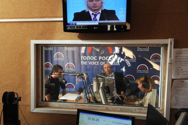 Nello studio della radio Voce della Russia - Sputnik Italia
