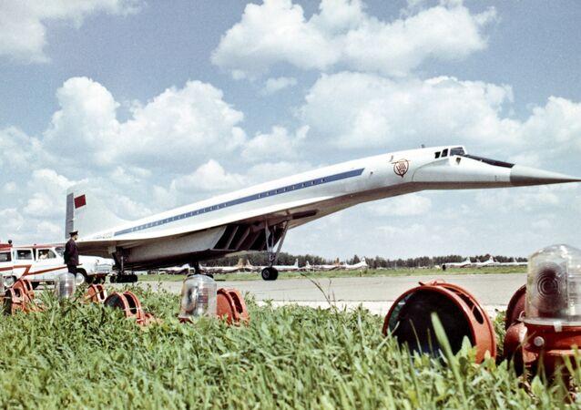 Aereo passeggeri supersonico sovietico Tu-144