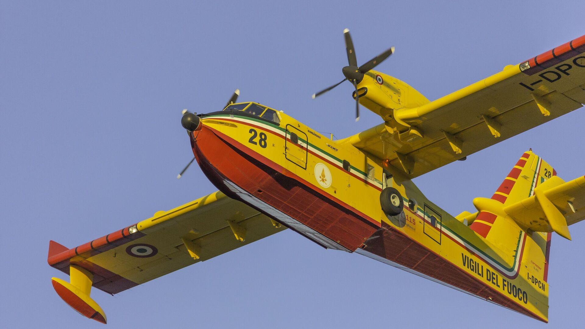 L'aereo Bombardier CL-415 dei Vigili del Fuoco  - Sputnik Italia, 1920, 05.08.2021