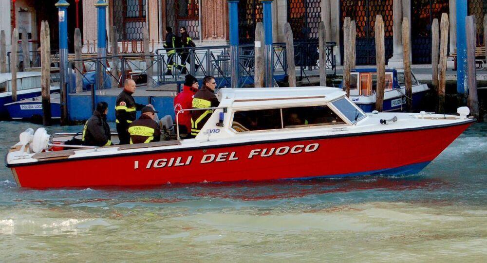 Motoscafo dei Vigili del Fuoco a Venezia