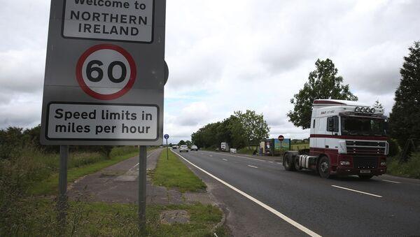 La frontiera tra la repubblica d'Irlanda e l'Irlanda del Nord nel villaggio di Bridgend. - Sputnik Italia