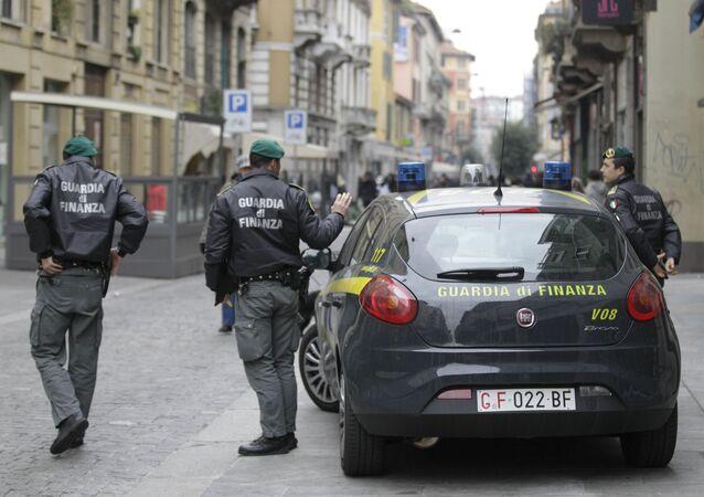 Agenti della Guardia di Finanza a Milano