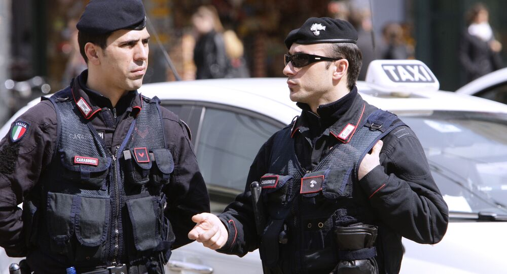 Agenti della polizia a Milano