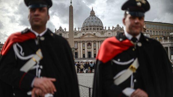 Carabinieri alla Piazza San Pietro - Sputnik Italia
