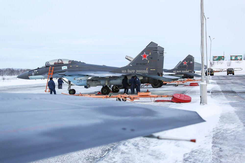 МиГ-29К a terra nella base di Severomorsk-3