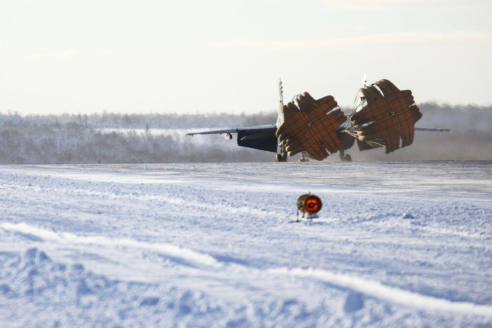 МиГ-29К in fase di atterraggio a Severomorsk