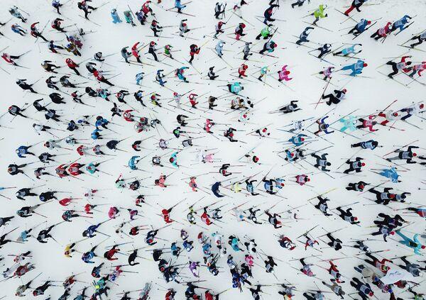 I partecipanti alla gara di sci Lyzhnija Rossii 2019 a Khimki, Russia. - Sputnik Italia