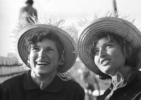 Altro che gli stage non retribuiti: studenti - lavoratori in URSS - Sputnik Italia