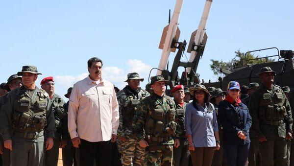 Nicolás Maduro, presidente del Venezuela, durante delle esercitazioni militari in Venezuela - Sputnik Italia