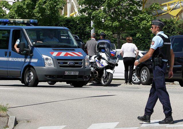 Agenti della gendarmeria francese