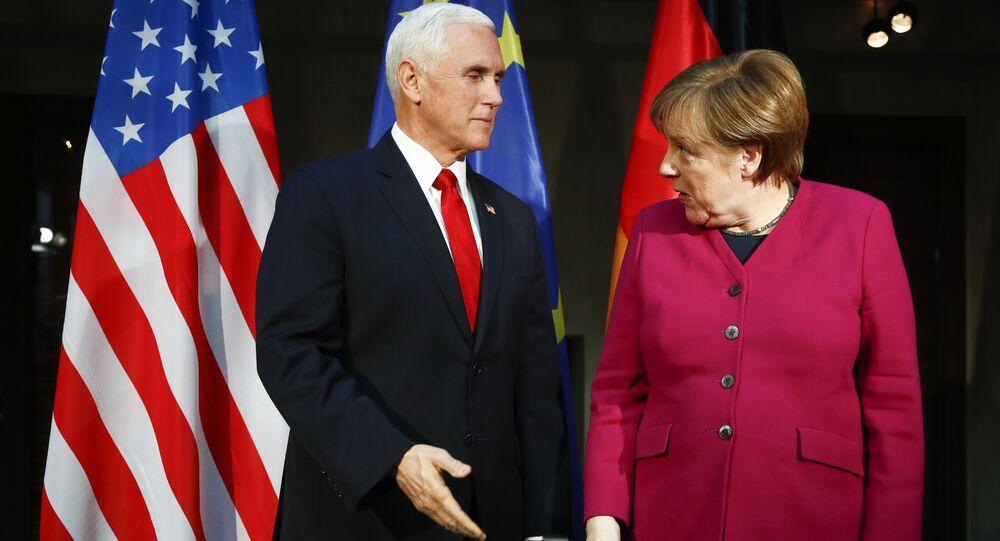 Angela Merkel e Mike Pence