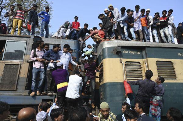 I musulmani di Bangladesh alla preghiera Akheri Munajat. - Sputnik Italia