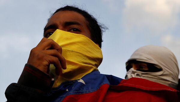 Demonstrators are seen during a protest against Venezuelan President Nicolas Maduro's government in Caracas, Venezuela February 2, 2019 - Sputnik Italia