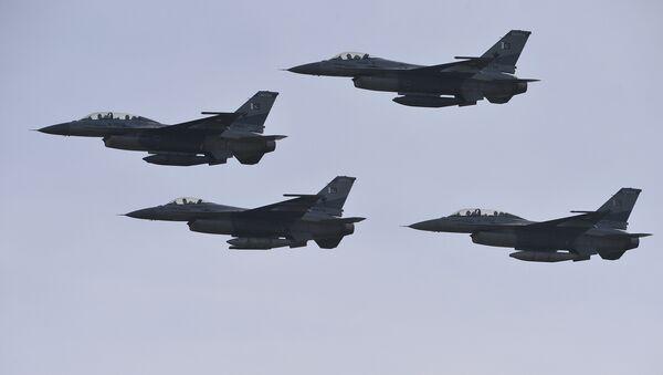 Pakistani F-16 fighter jets (File) - Sputnik Italia