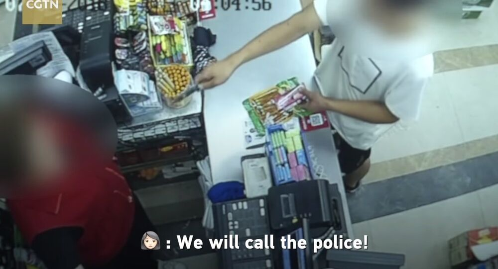 Robber with knife flees as female cashier shouts at him