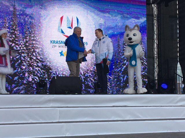 Il capo delegazione della squadra italiana Mauro Nasciuti sul palco del Villaggio delle Universiadi