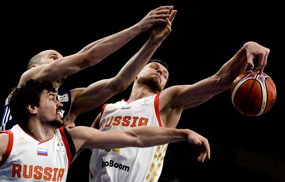 Partita di pallacanestro tra Finlandia e Russia.