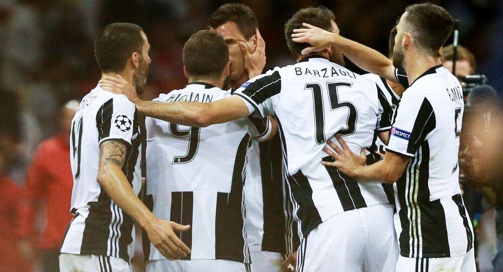 Giocatori della Juventus esultano