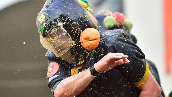 Battaglia delle arance al Carnevale di Ivrea - Sputnik Italia