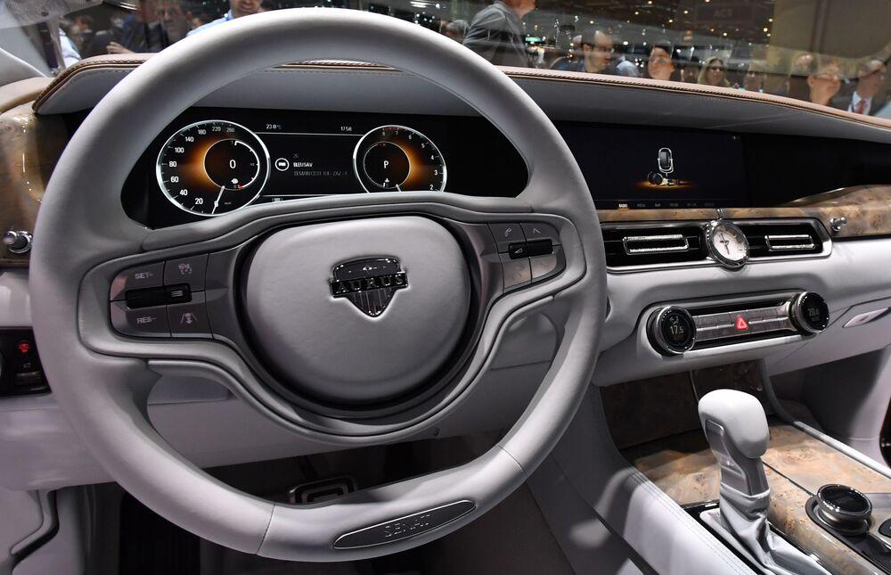 Automobile Aurus all'interno.