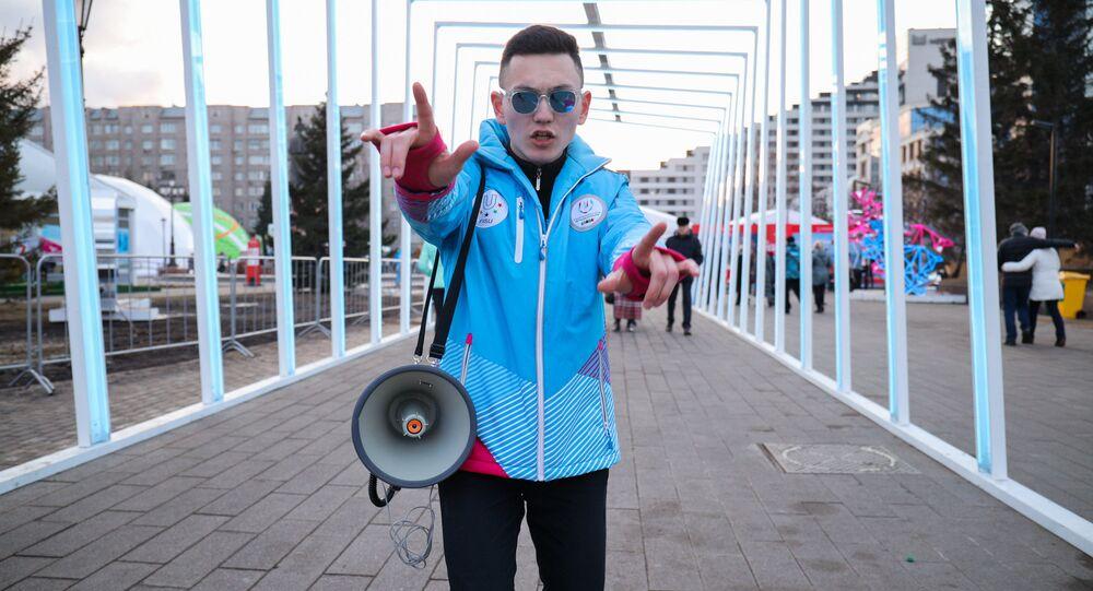 Un volontario delle Universiadi di Krasnoyarsk 2019