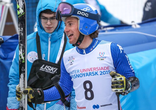 Alberto Blengini sorridente all'arrivo dello slalom gigante alle Universiadi di Krasnoyarsk 2019