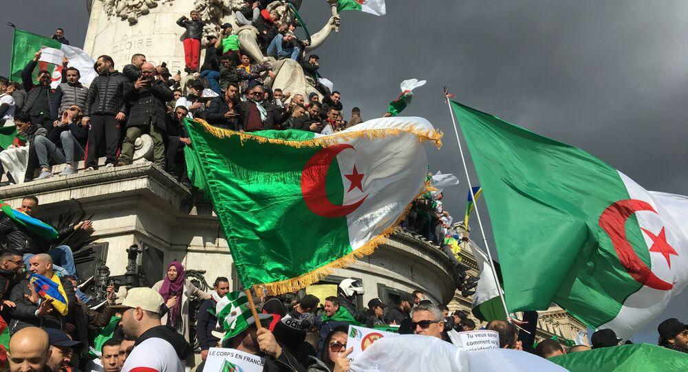 Terza dimostrazione della comunità algerina a Parigi contro il 5° mandato di Bouteflika, 10 marzo 2019