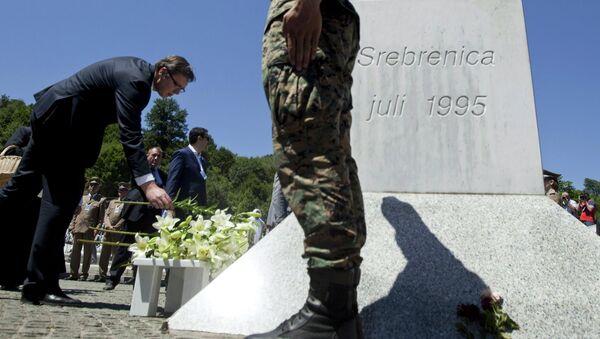 Primo ministro serbo Aleksandar Vucic durante la commemorazione delle vittime di Srebrenica - Sputnik Italia