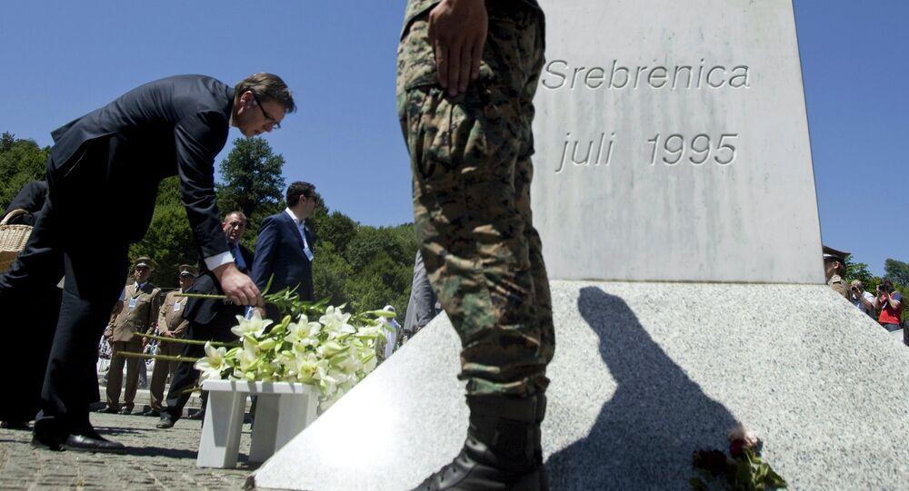 Primo ministro serbo Aleksandar Vucic durante la commemorazione delle vittime di Srebrenica