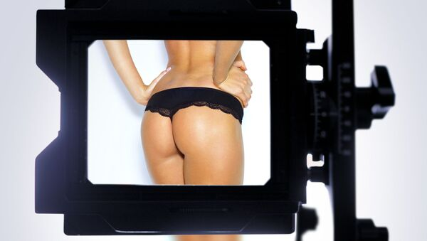 Женские ягодицы в объективе камеры - Sputnik Italia