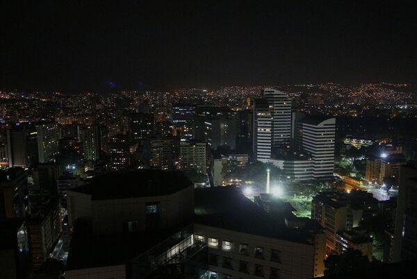 خیابان ها و ساختمانها در کاراکاس با روشنایی نسبی دوباره فعال شده - Sputnik International