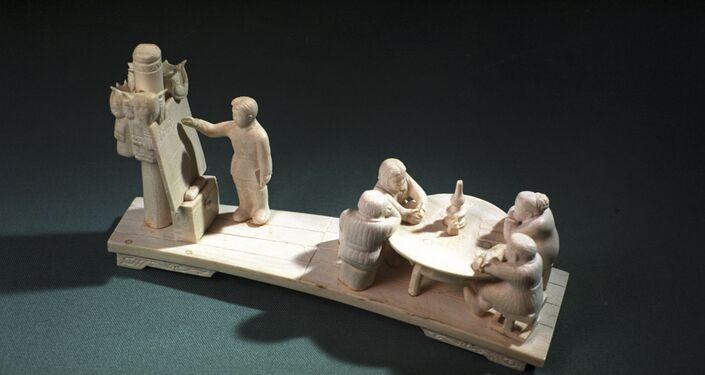 Opera in avorio di mammut di artista jacuto