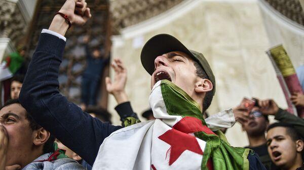 Le manifestazioni contro Bouteflika - Sputnik Italia