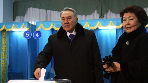 Nursultan Nazarbayev con sua moglie - Sputnik Italia