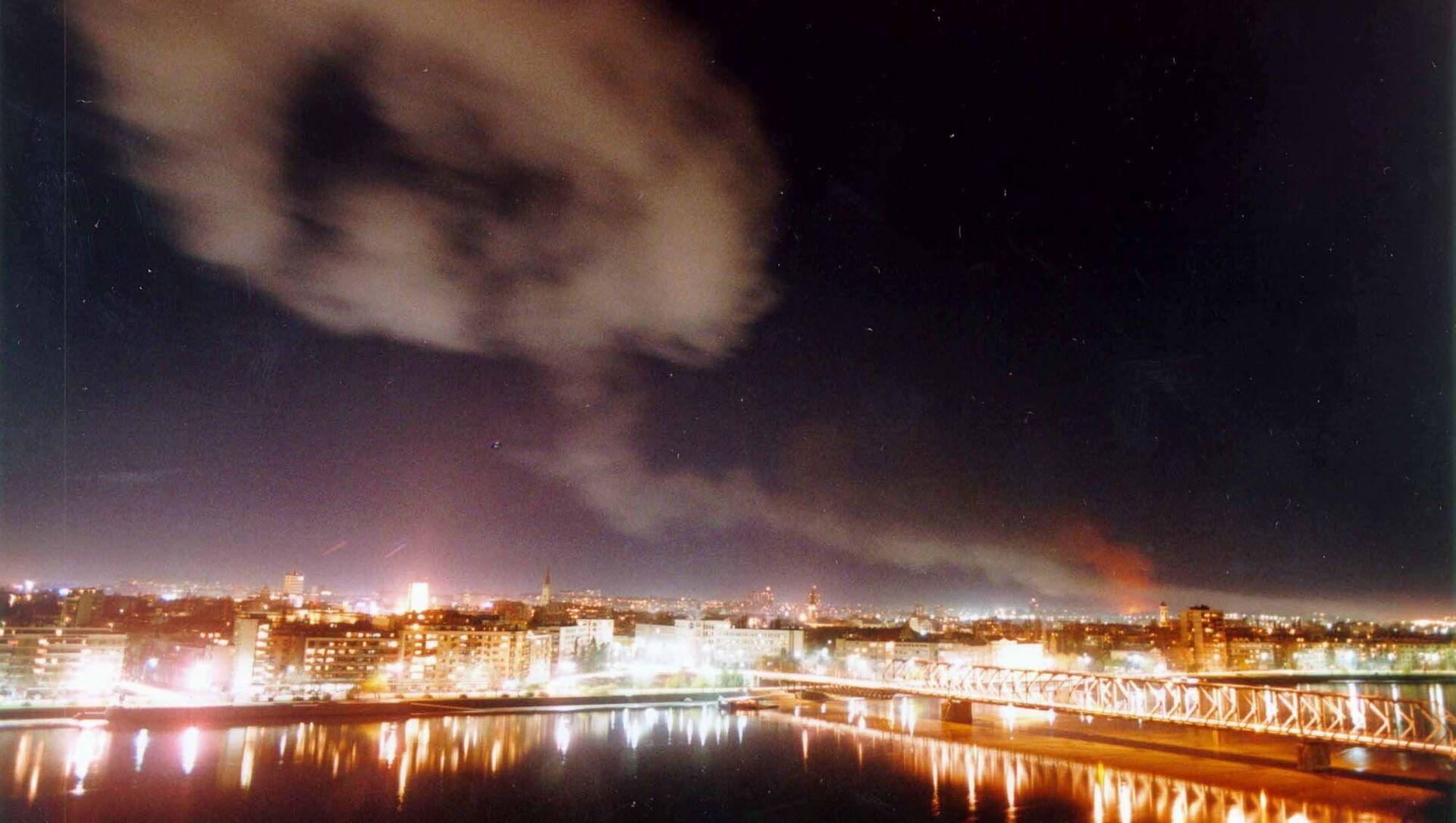 Novi Sad dopo i bombardimenti NATO, 1999 - Sputnik Italia, 1920, 24.03.2021