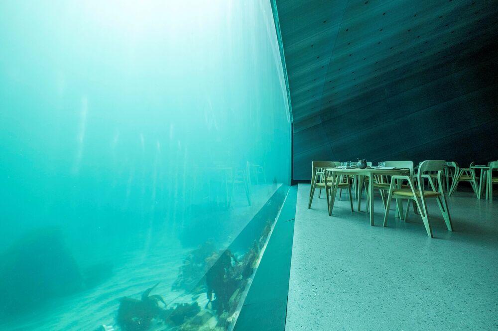 Tavoli vista mare nel ristorante Under