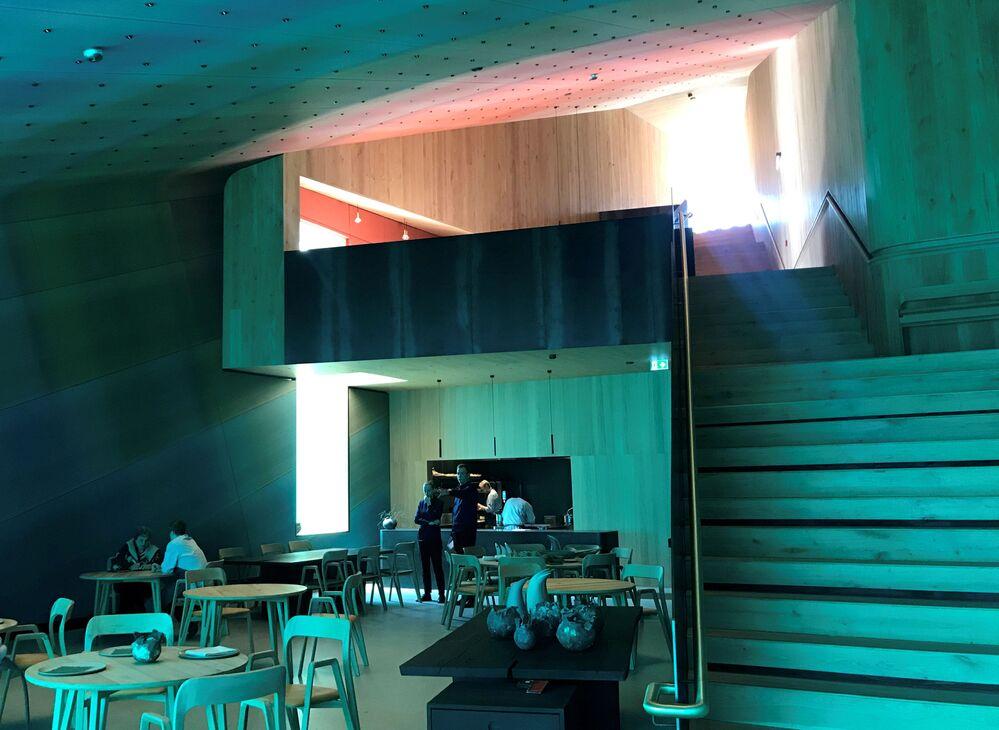 La sala interna del ristorante Under
