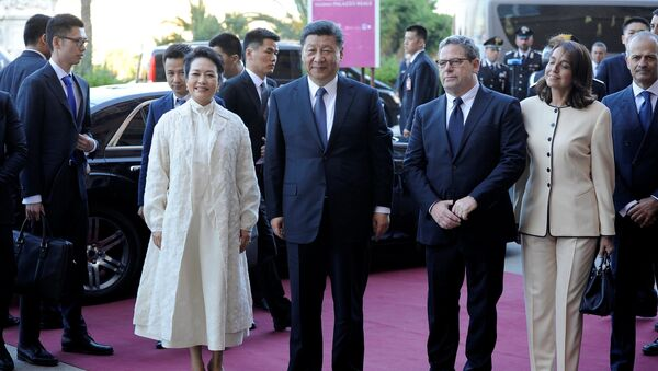 Il presidente cinese Xi Jinping con la moglie e il presidente del parlamento siciliano Gianfranco Miccisce a Palermo. - Sputnik Italia