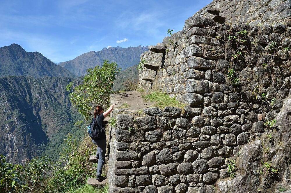 La Scala della Morte sul monte Huayna Picchu in Perù