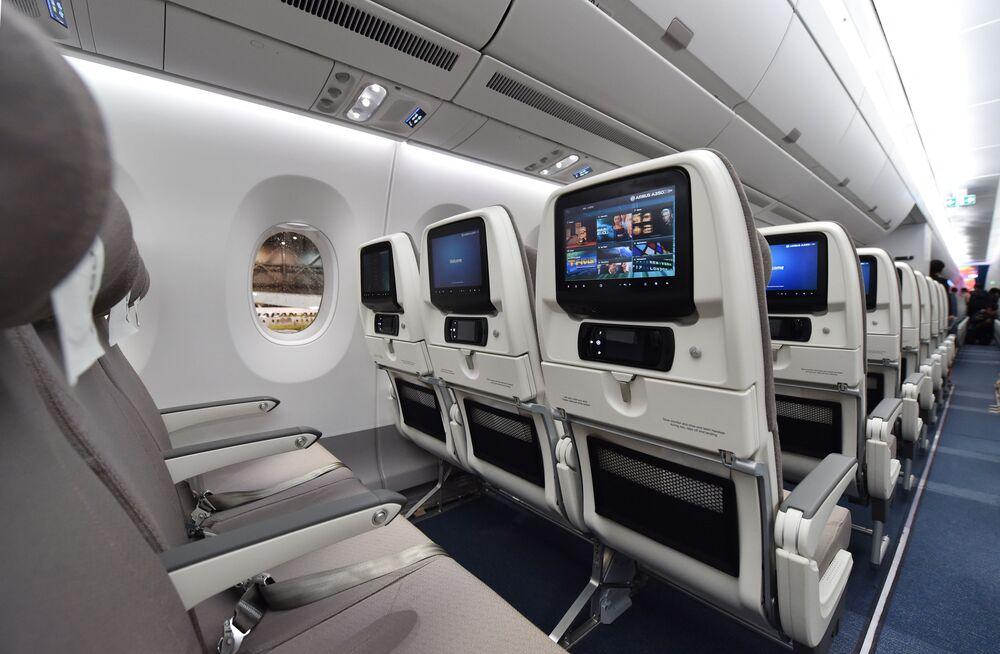 Posti di classe economica di un Airbus A350 XWB della Japan Airlines