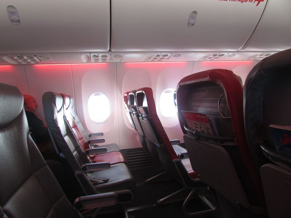Posti vuoti all'interno di un Boeing 737 della compagnia aerea lowcost britannica Jet2