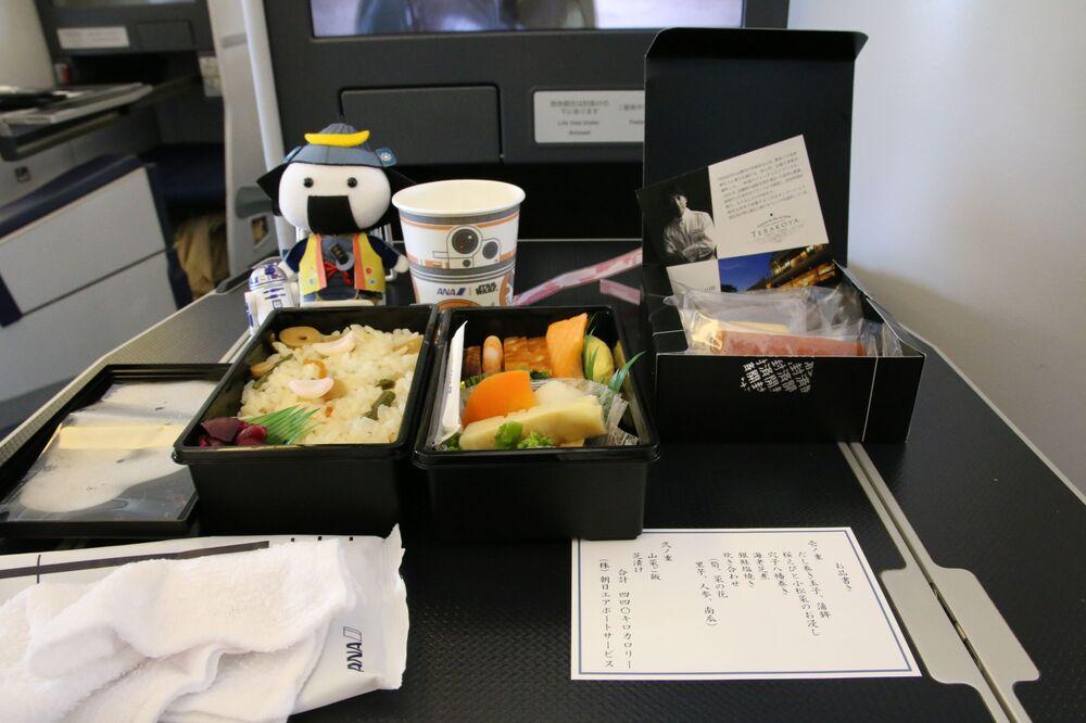 Il pranzo servito dalla All Nippon Airways