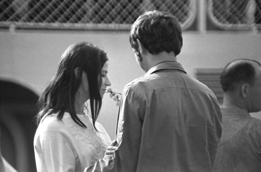 1970 - Foto rubata di un appuntamento tra due studenti dell'Istituto di Ingegneria dei Trasporti di Mosca