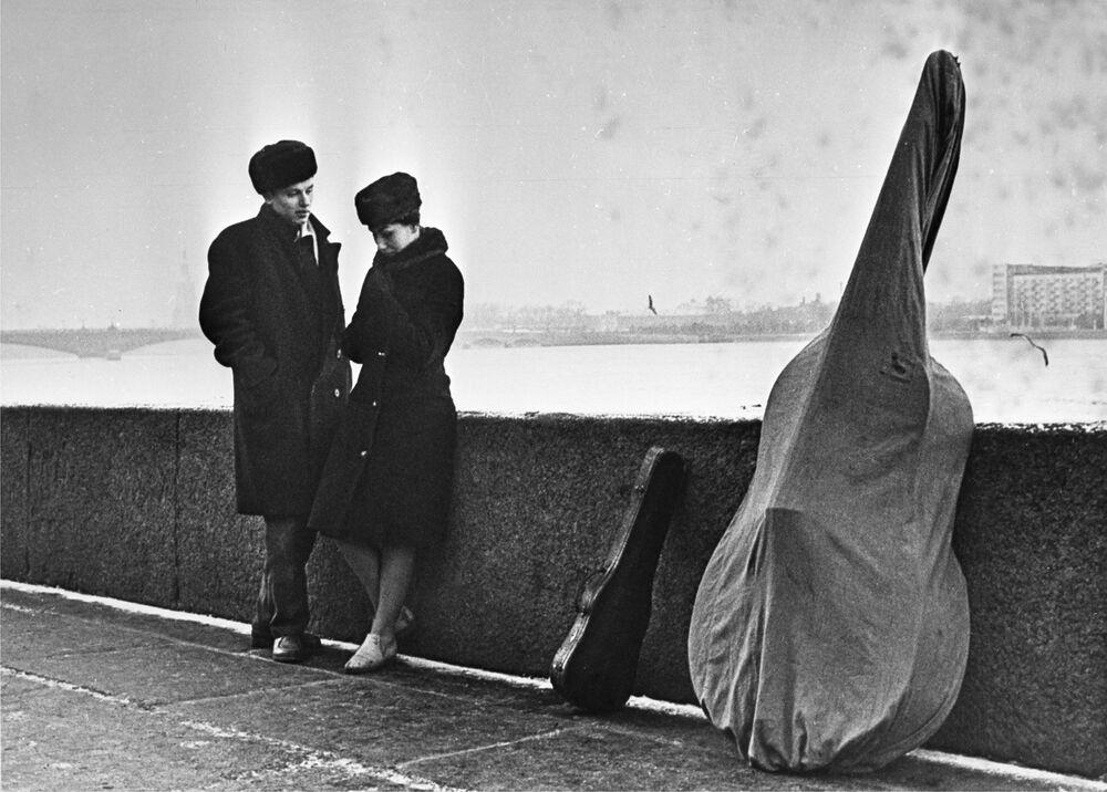 1970 - Note d'amore: una coppia di musicisti sulle sponde della Neva nell'allora Leningrado