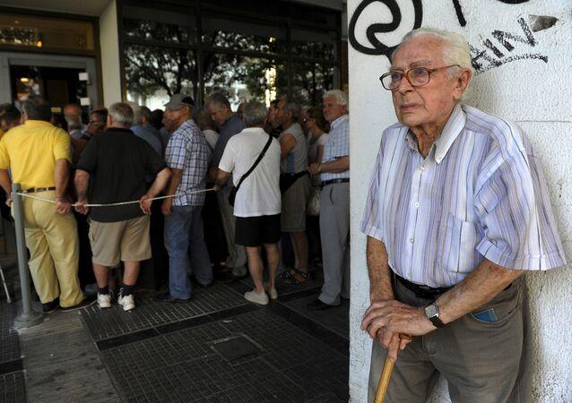 Le richieste dell'UE sono disumane: abbassamento delle pensioni, privatizzazione di servizi pubblici a favore delle multinazionali, ulteriore riduzione dello Stato sociale